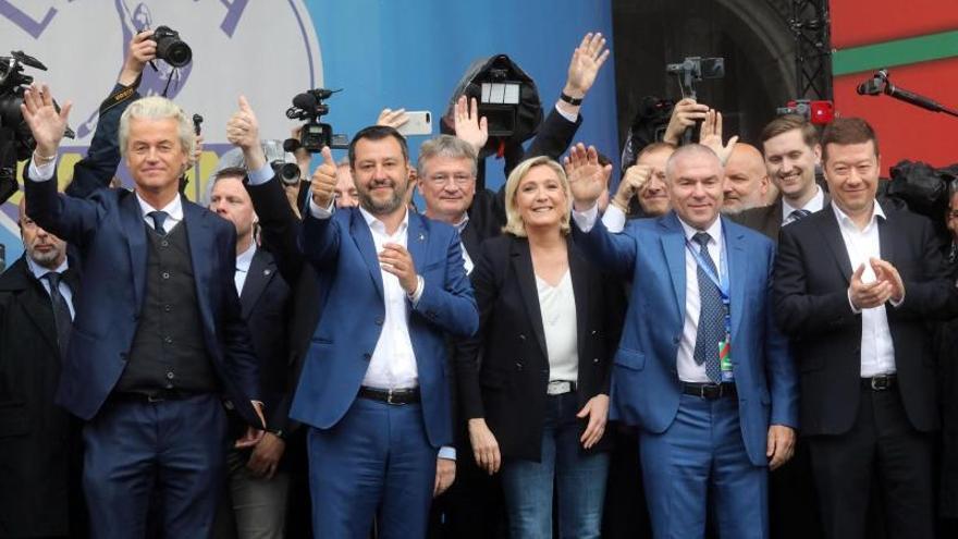 La ultraderecha europea desafía a la UE en un acto en Milán