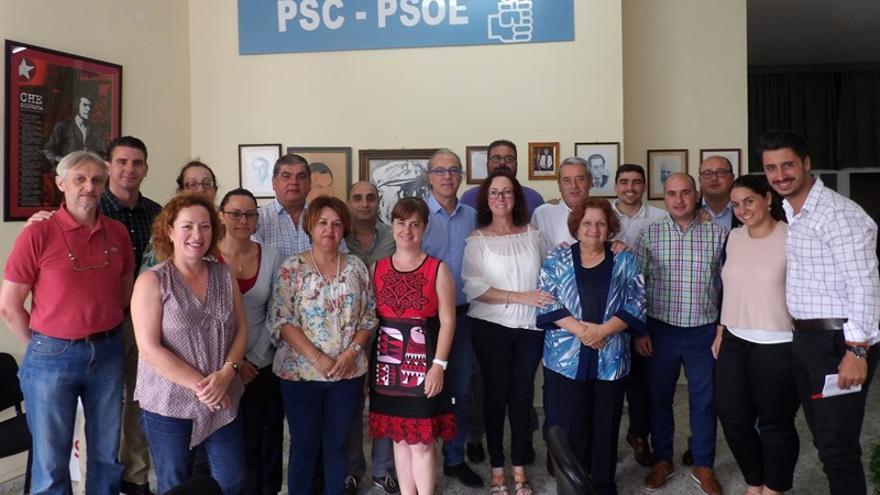 Encuentro entre alcaldes y portavoces del PSOE del norte de Tenerife con el consejero de Sanidad Jesús Morera