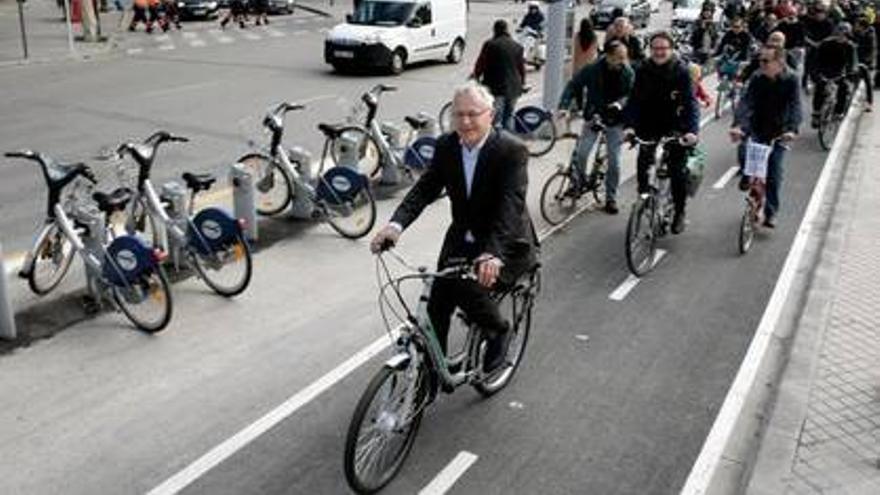 El alcalde de Valencia, Joan Ribó, en la fiesta de València en Bici por la inauguración del anillo ciclista.