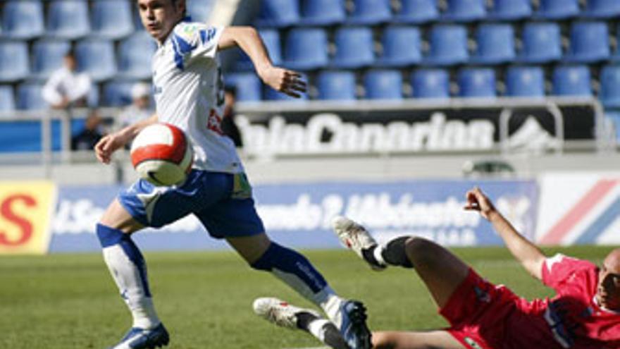 Nino, delantero del CD Tenerife. (ACFI PRESS)