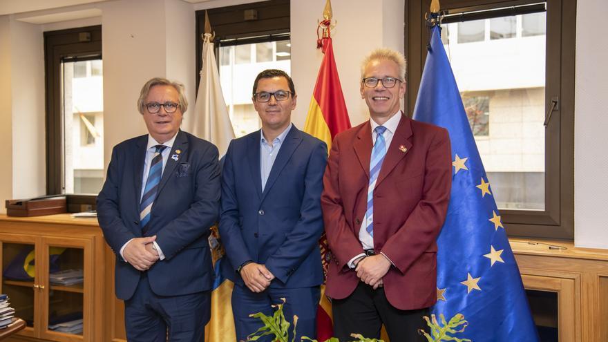 Encuentro de Pablo Rodríguez con miembros del Club de Rotarios.