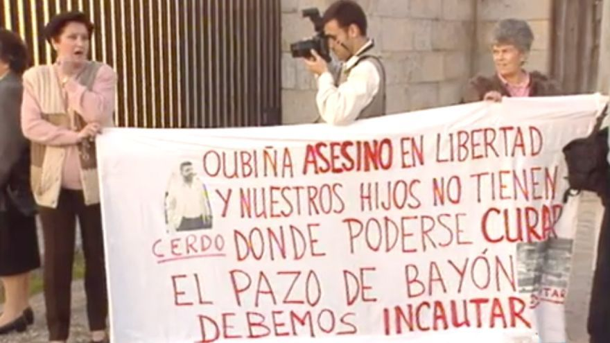Protesta de las madres contra la droga ante un pazo propiedad de Oubiña en 1994