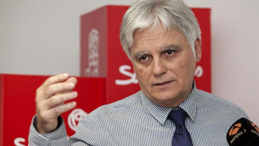 l secretario general del PSC_PSOE, José Miguel Pérez, durante la rueda de prensa que ha ofrecido con motivo de la reunión de la Ejecutiva Regional de su partido tras los resultados de la elecciones europeas del pasado 25 de mayo. EFE/Ramón de la Rocha