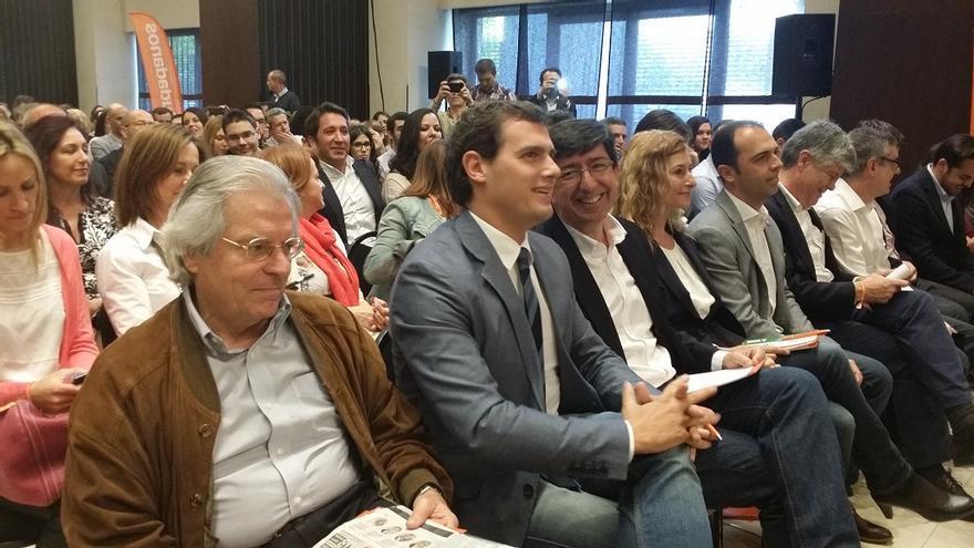 Javier Nart, Albert Rivera y Juan Marín, durante el acto central de la campaña electoral, en Sevilla / Foto: C's