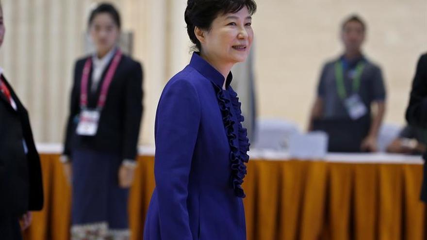 El partido gobernante surcoreano plantea que la presidenta dimita en abril