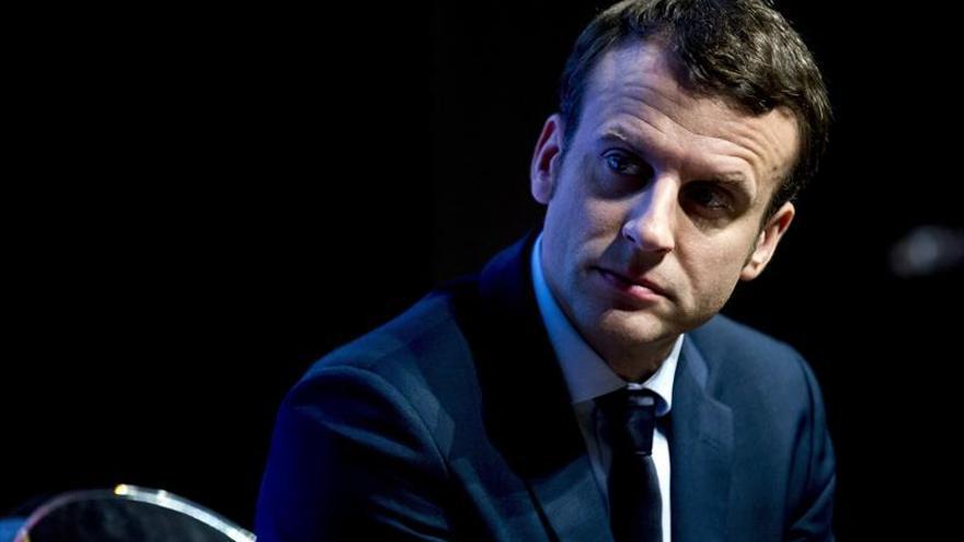 Macron, favorito sin quererlo en el debate de los once candidatos al Elíseo