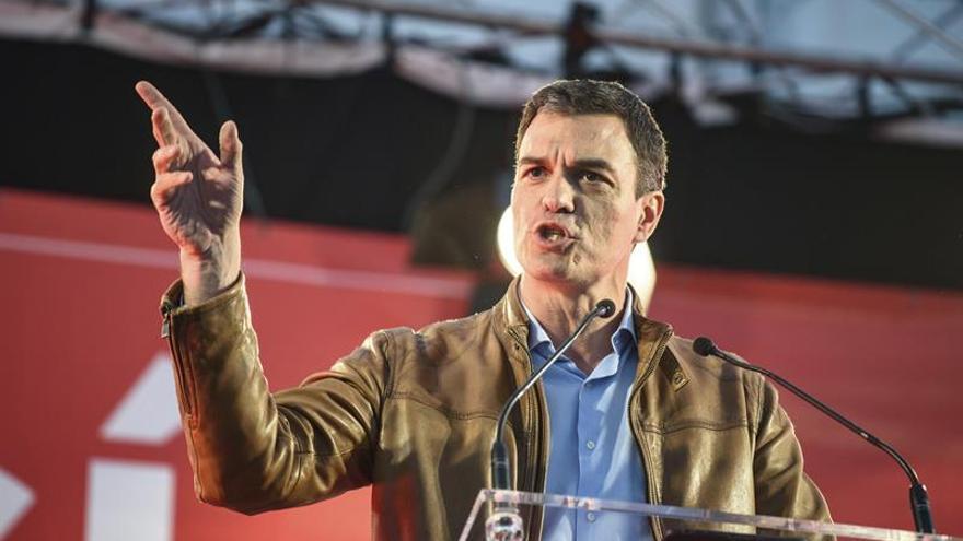 """Pedro Sánchez dice que los anclados en el pasado no """"conquistarán el futuro"""""""