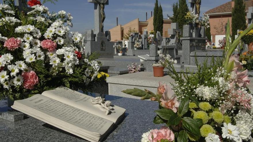 Carmena quiere dar suelo a religiones minoritarias para sus enterramientos