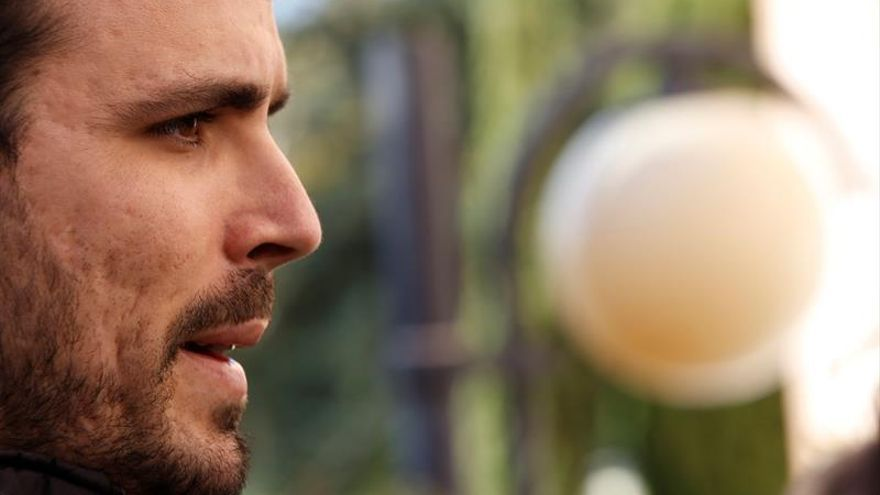 IU pisa el acelerador de tapadillo para la fusión con Podemos, según los críticos