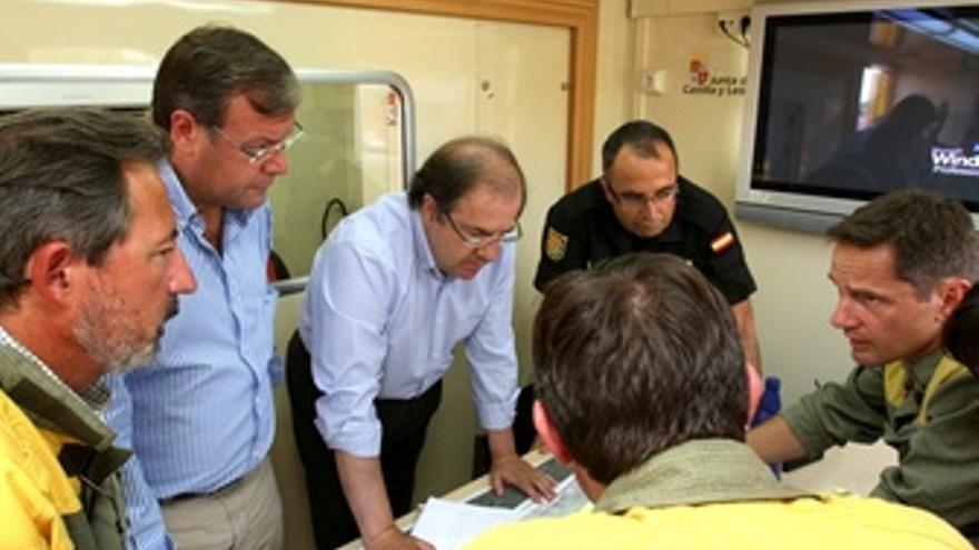 Herrera y Silván visitan el puesto de mando en Priaranza de la Valduerna (León)