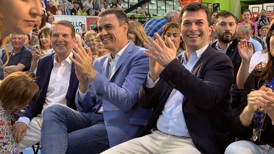 Abel Caballero, Pedro Sánchez y Gonzalo Caballero, en el mitin de Vigo de este martes