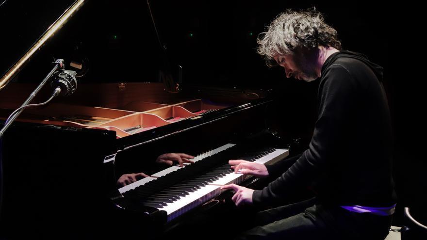 James Rhodes tocando piano Carne Cruda 503.JPG
