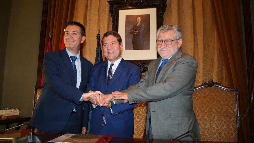Santiago Cabañero, Emiliano García-Page y Ángel Felpeto FOTO: Lourdes Cifuentes
