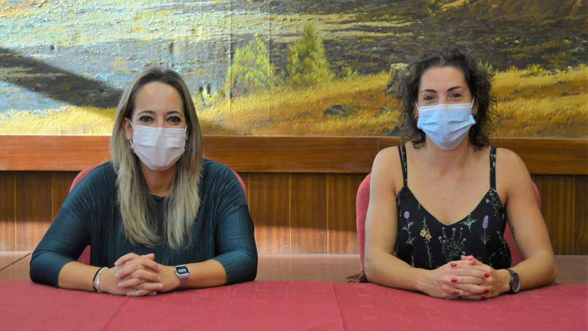 Susana Machín, consejera de Educación del Cabildo de La Palma, y la educadora Sara Pérez Alonso.