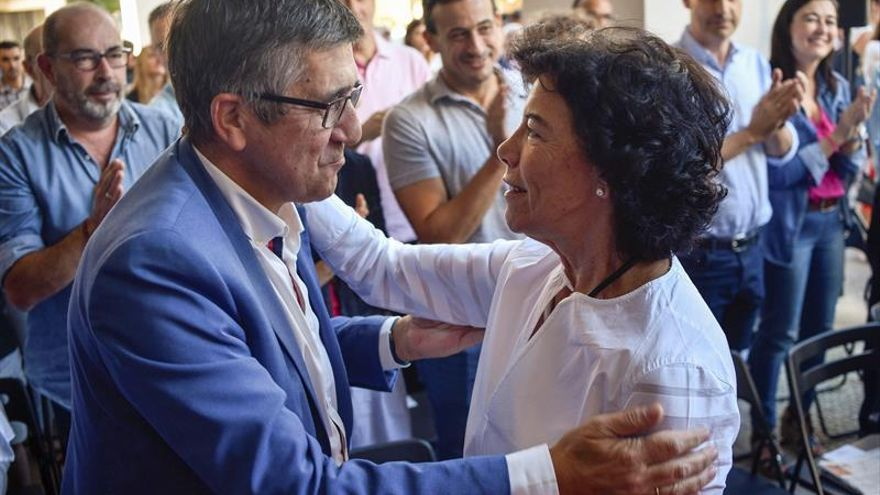 """Celaá acusa al PP y a Cs de utilizar métodos """"escasamente democráticos"""""""