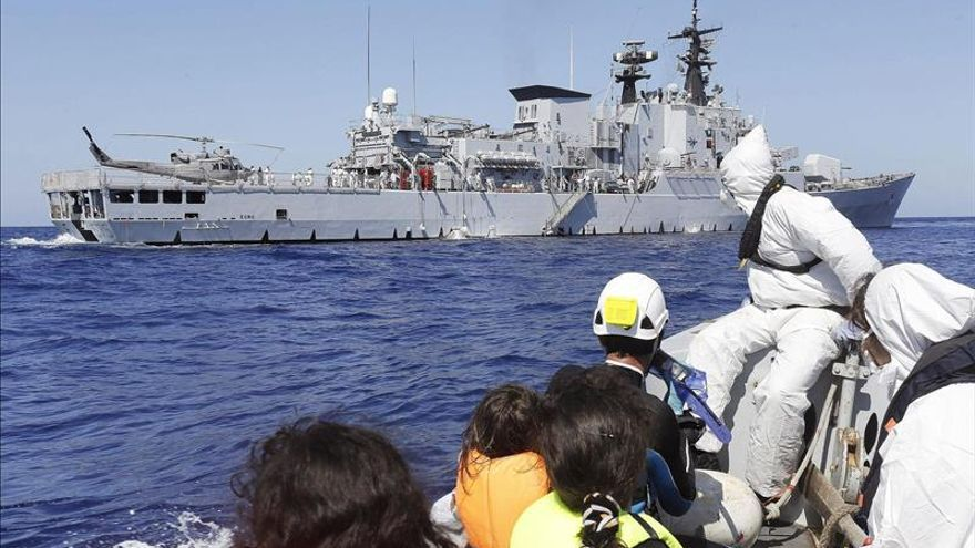 Recuperados al menos 24 cadáveres de los 700 inmigrantes desaparecidos en el Mediterráneo