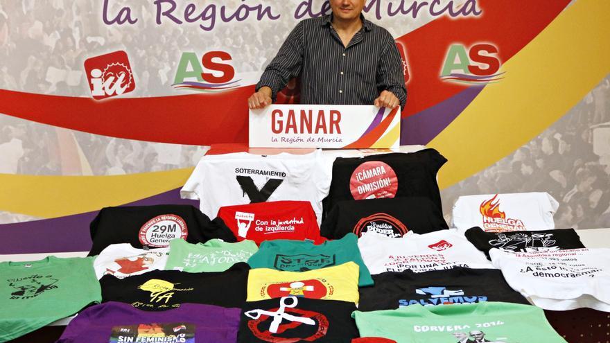 Las camisetas que ha lucido Pujante en la Asamblea regional
