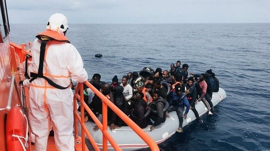 Trasladan a Motril a 122 personas de origen subsahariano rescatadas de dos pateras en mar de Alborán