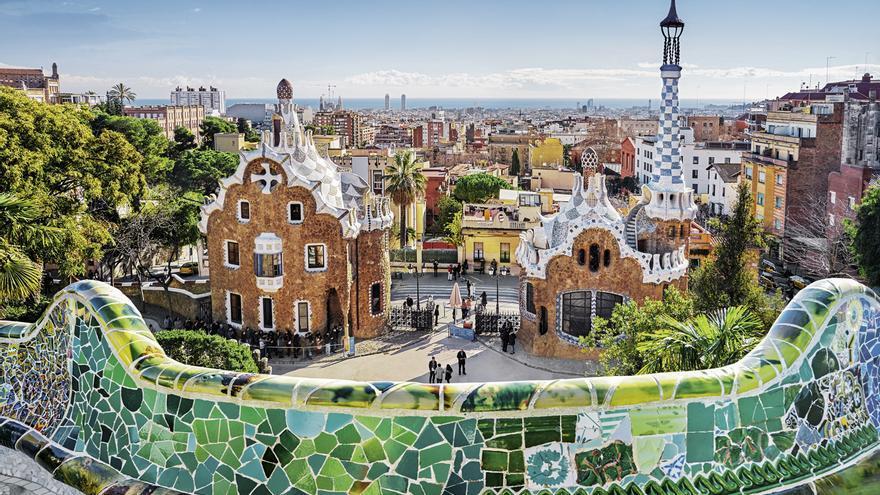 vista desde la gran terraza de los dos pabellones de entrada al Park Güell