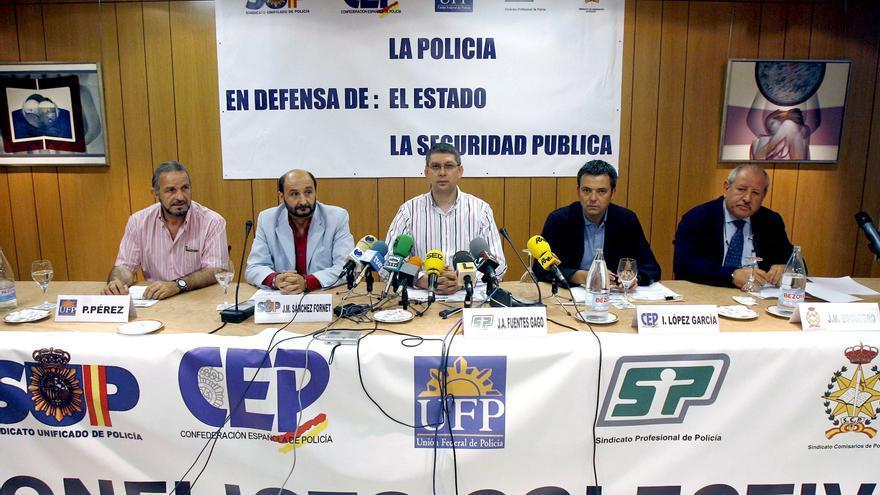 José Ángel Fuentes Gago, en el centro de la imagen durante su etapa de sindicalista