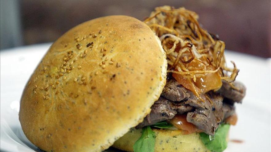 La OCU detecta dos marcas de hamburguesas que contienen carne de caballo