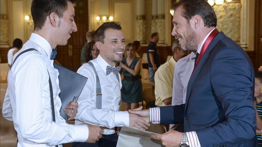El Ayuntamiento de Valladolid acoge su primera boda gay oficiada por un alcalde