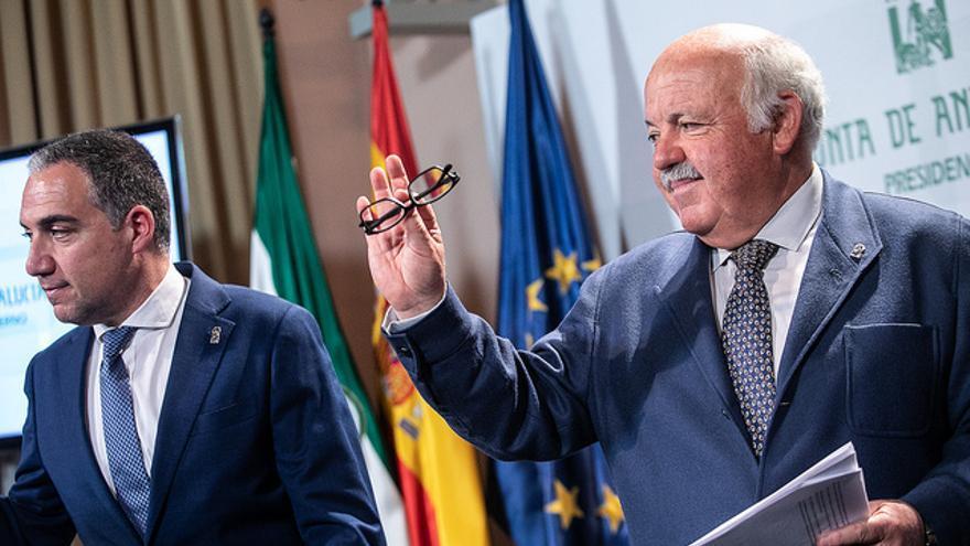 Jesús Aguirre, consejero andaluz de Salud, junto a Elías Bendodo, titular de Presidencia.