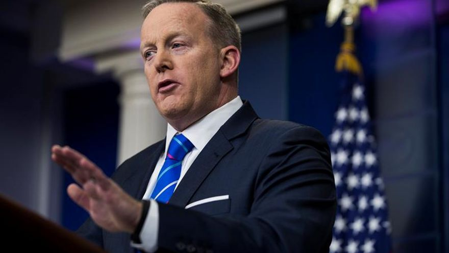 Trump no prevé firmar hoy el nuevo decreto migratorio, según su portavoz