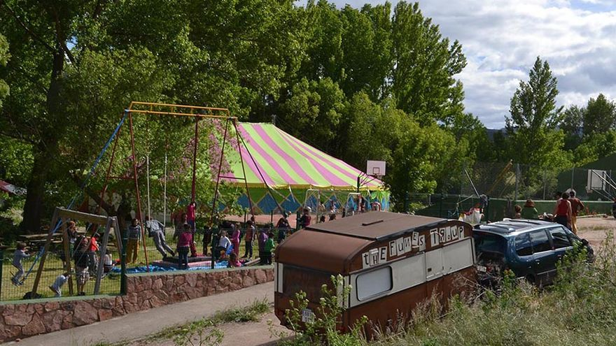 El circo (sin animales) devuelve la vida a un pueblo de