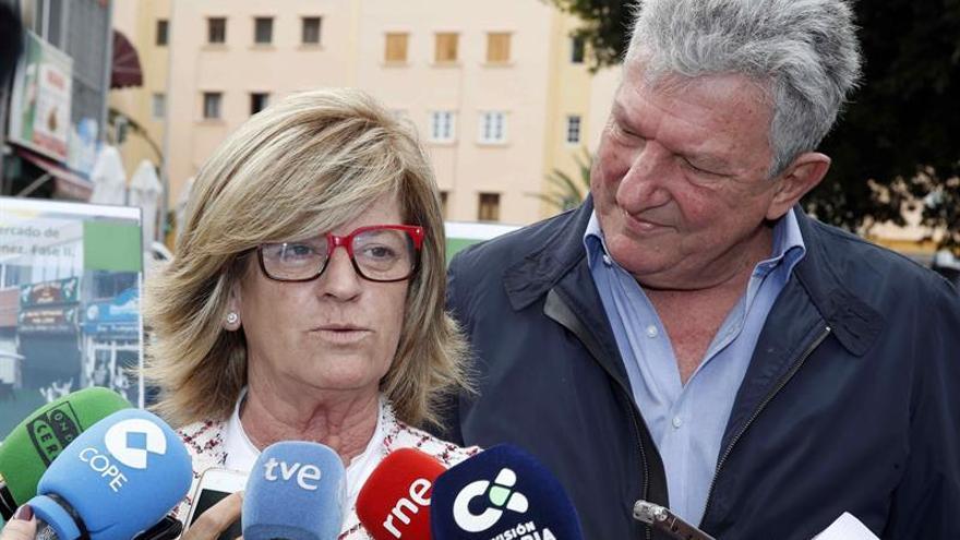 La teniente de alcalde y concejala de Carnaval de Las Palmas de Gran Canaria, Inmaculada Medina y el concejal de Fomento y Servicios Públicos, Pedro Quevedo.