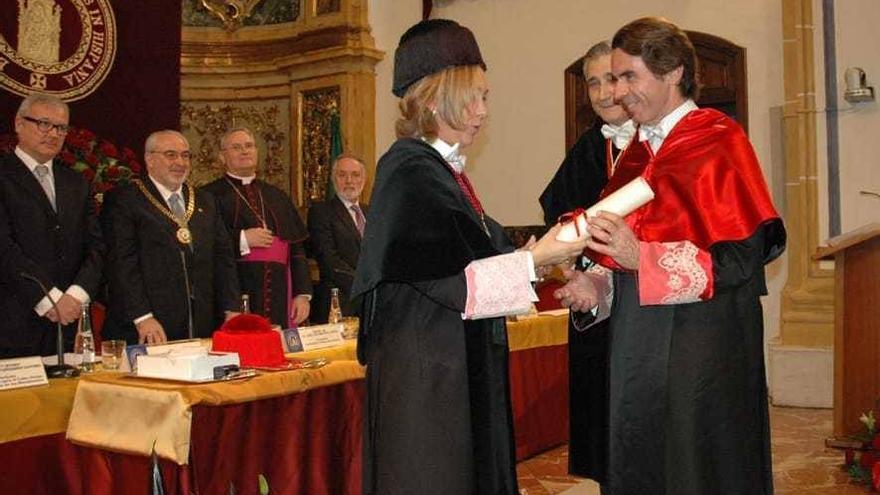 El ex presidente del gobierno español, José María Aznar, siendo investido Doctor Honoris Causa por la UCAM