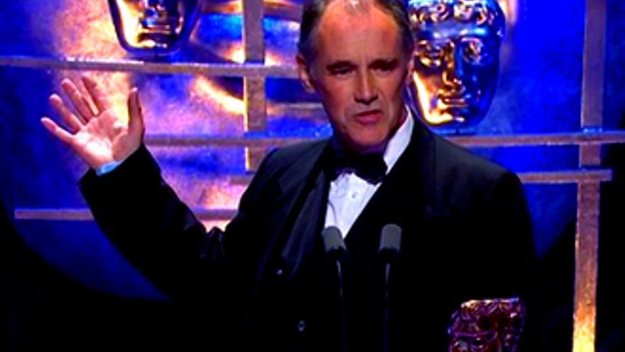 Estrellas británicas claman en los BAFTA contra su gobierno por 'eviscerar' la BBC