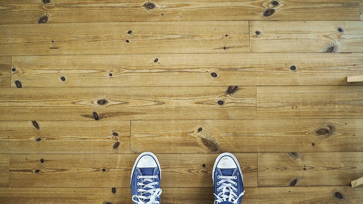 Pies en el suelo