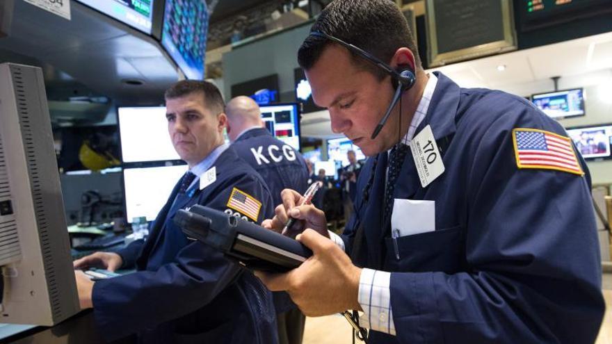 Wall Street abre con fuertes descensos y el Dow Jones baja el 0,94 por ciento