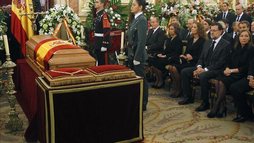 Los Reyes presiden mañana el funeral de Suárez al que van los 17 presidentes de CCAA