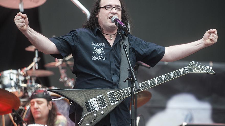 El vocalista de Aranea Adventus interpretó algunos de los temas más conocidos de la banda cántabra.   JOAQUÍN GÓMEZ SASTRE