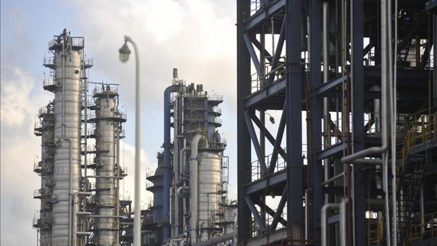 Promulgan ley que permite al Estado peruano volver a la explotación petrolera