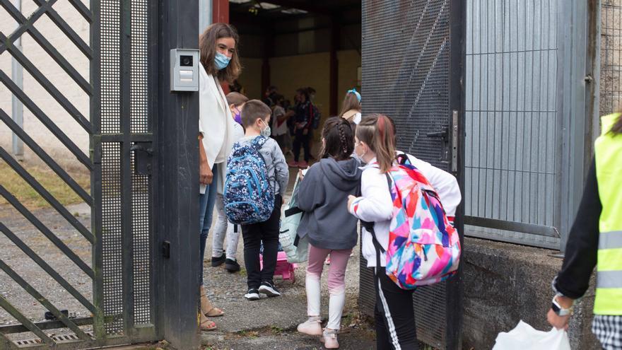 Castilla-La Mancha no se plantea todavía eliminar la mascarilla en el patio de los colegios