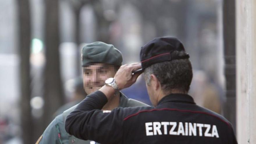 La Guardia Civil registra el despacho de Goioaga en presencia del senador