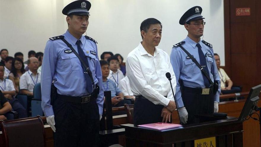 En libertad condicional por un cáncer al exlíder encarcelado Bo Xilai, según la prensa