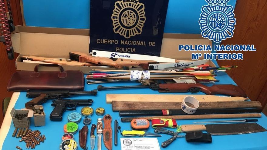 Detenido por intentar agredir a una persona con un hacha y un cuchillo en Tenerife.