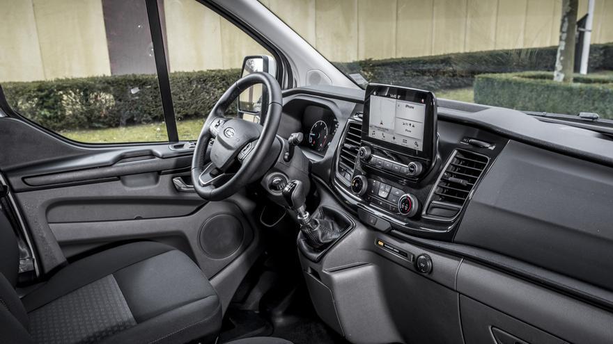 Ford ha trabajado en el interior del nuevo Transit Custom, buscando una mejor ergonomía.