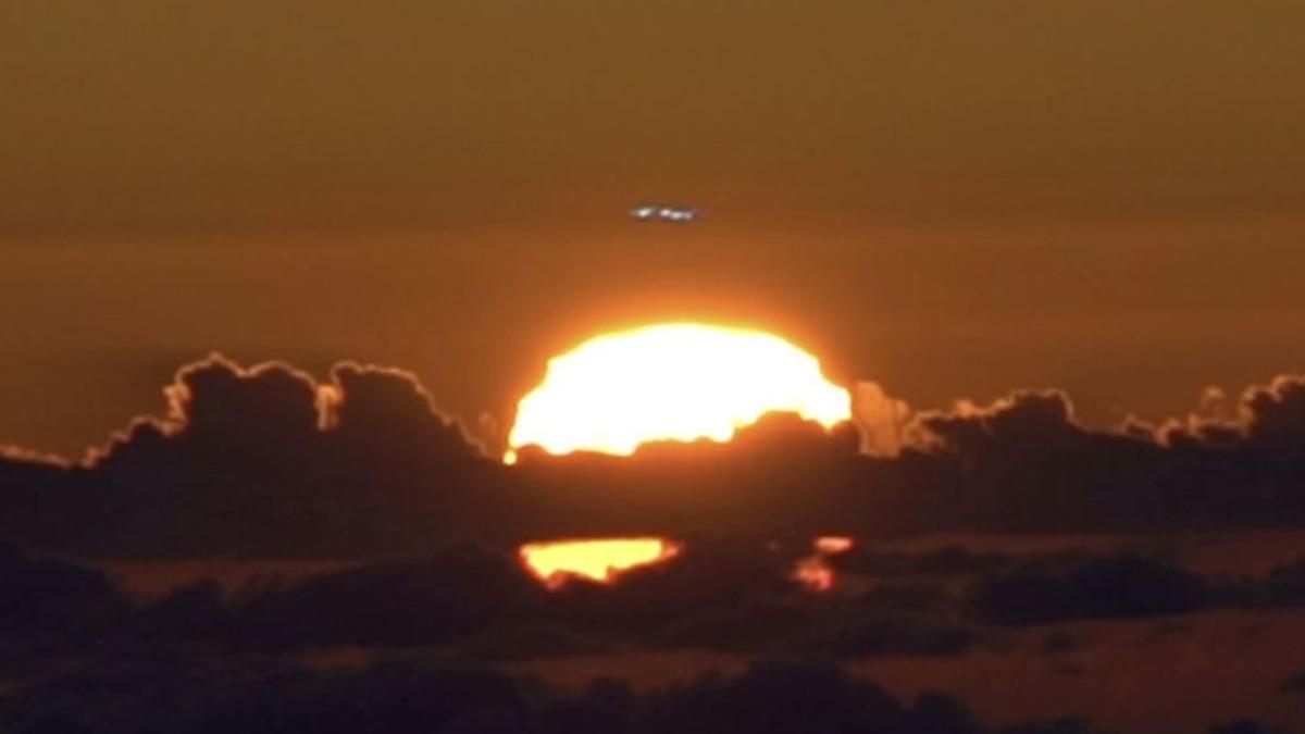 En la imagen, el 'rayo verde', sobre el sol, captado en la tarde del pasado 23 de marzo.