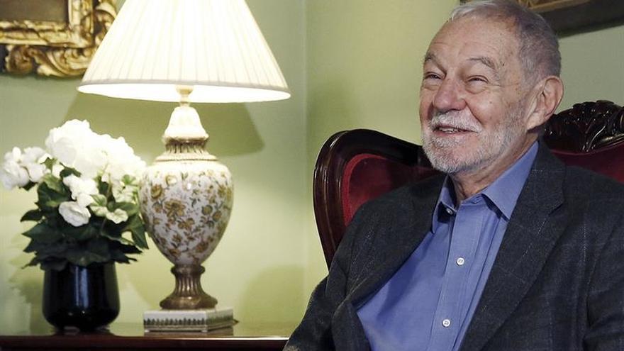 Eduardo Mendoza recibe hoy el premio Cervantes 2016 de manos del Rey