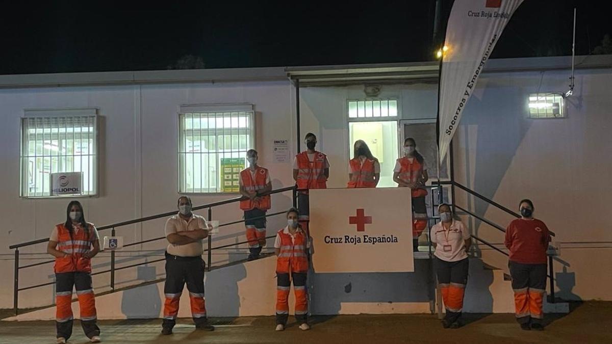 Voluntarios de Cruz Roja en el 'Arenal Park'.
