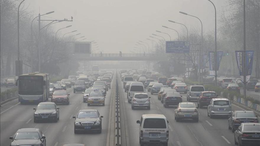 Pekín activa la alerta por contaminación una semana después del cierre de la APEC