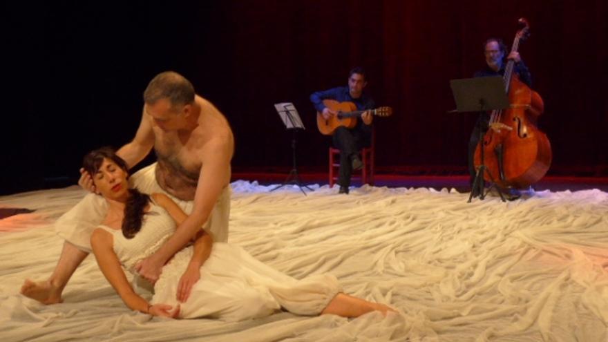 Un momento de la obra a cargo de 'Algarabía Teatro'