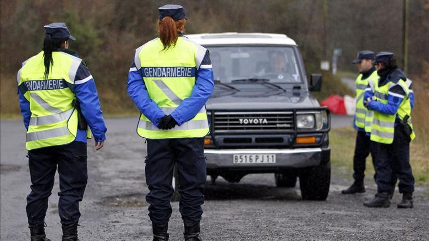 La policía detiene a dos hermanos tras una amenaza de matanza en internet