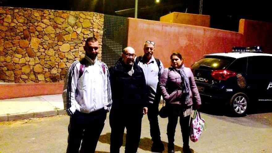 Han pasado la noche junto a la casa de Monago en Badajoz
