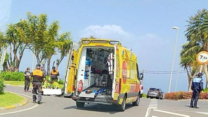 Herido un motorista al chocar contra un vehículo en La Orotava